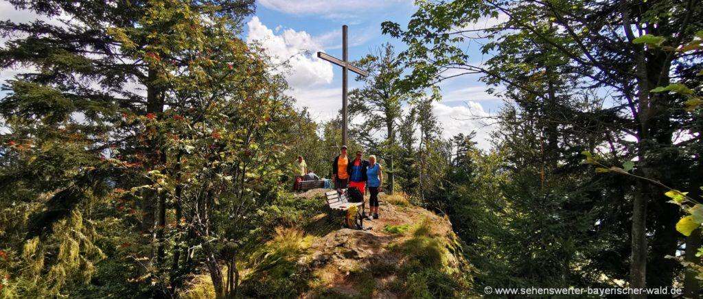 bodenmais-wanderungen-kronberg-gipfelkreuz-ausflug
