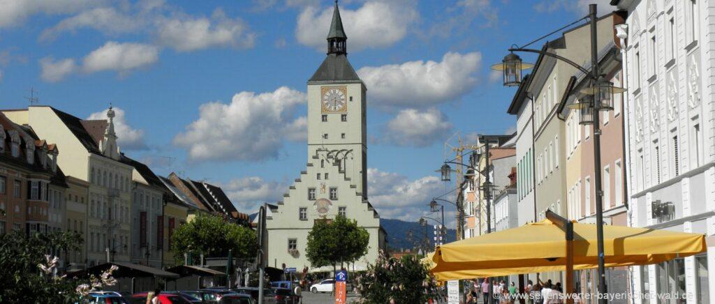 deggendorf-attraktionen-niederbayern-highlights-stadtplatz-ausflugsziele