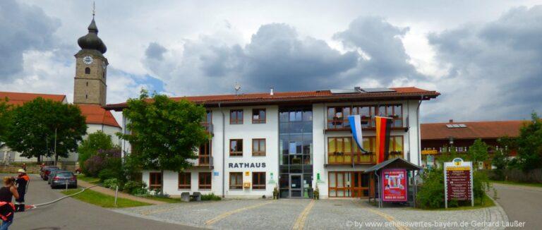 drachselsried-ferienort-bayerischer-wald-sehenswürdigkeiten-rathaus-kirche