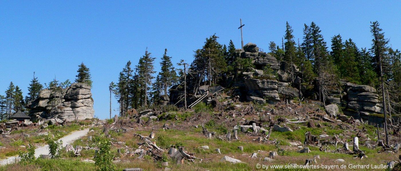 dreisesselberg-wanderung-gipfelkreuz-bergkapelle-ausflugsziele-dreilaendereck