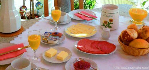 frühstueck-halbpension-bayern-zimmer-übernachten-essen