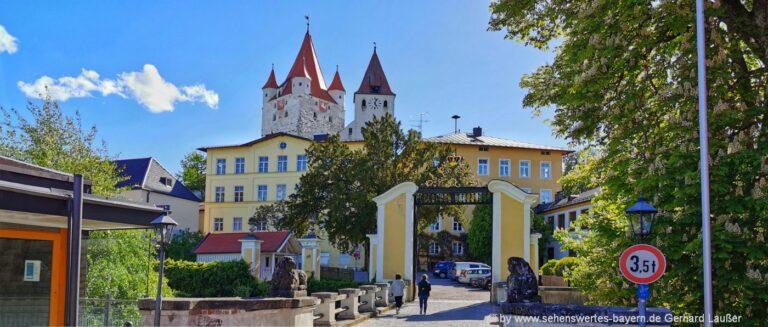 Ausflugsziele und Sehenswürdigkeiten in Haag in Oberbayern Löwentor am Schloss