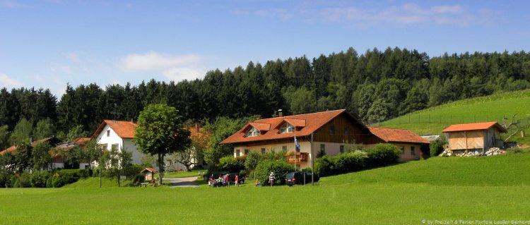 Hofanischt vom Erlebnibauernhof Steinmühle im Bayerischen Wald