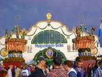 Bierzelt am Münchner Oktoberfest Eventreisen und Jugendreisen in Bayern