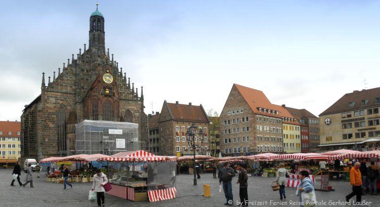 Sehenswürdigkeiten Nürnberg Markttag am Hauptmarkt