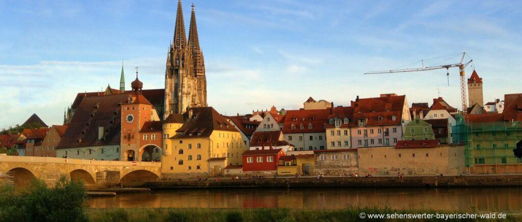 regensburg-attraktionen-oberpfalz-highlights-steinerne-brücke