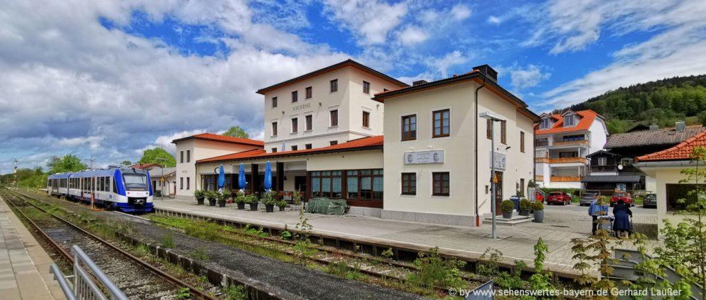 Ausflüge und Freizeitangebote Schliersee - Bahnhof mit Zug