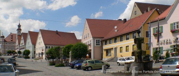 Sehenswürdigkeiten in Greding historische Häuser amMarktplatz