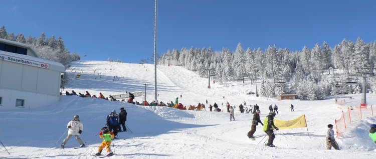 skiurlaub-bayern-skifahren-bayerischer-wald-skigebiet-arber
