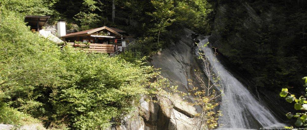sonthofen-starzlachklamm-sehenswuerdigkeiten-wasserfall-panorama-1000