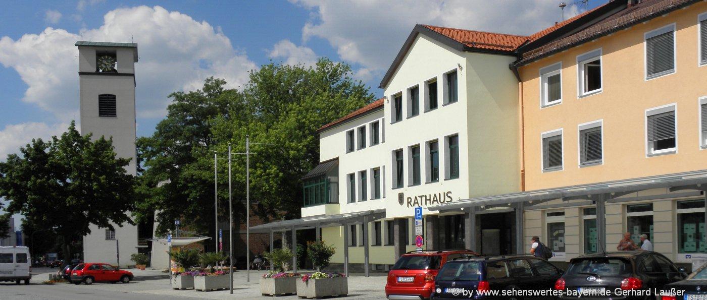 traunreut-sehenswuerdigkeiten-chiemgau-ausflugsziele-rathaus-kirche