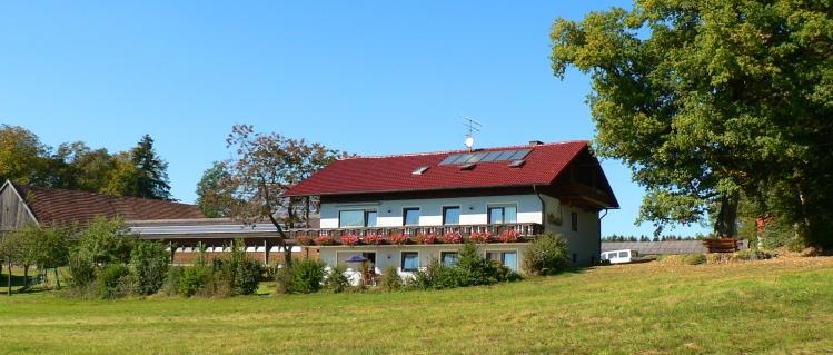 Bauernhof Urlaub für Kinder im Bayerischen Wald Hofansicht