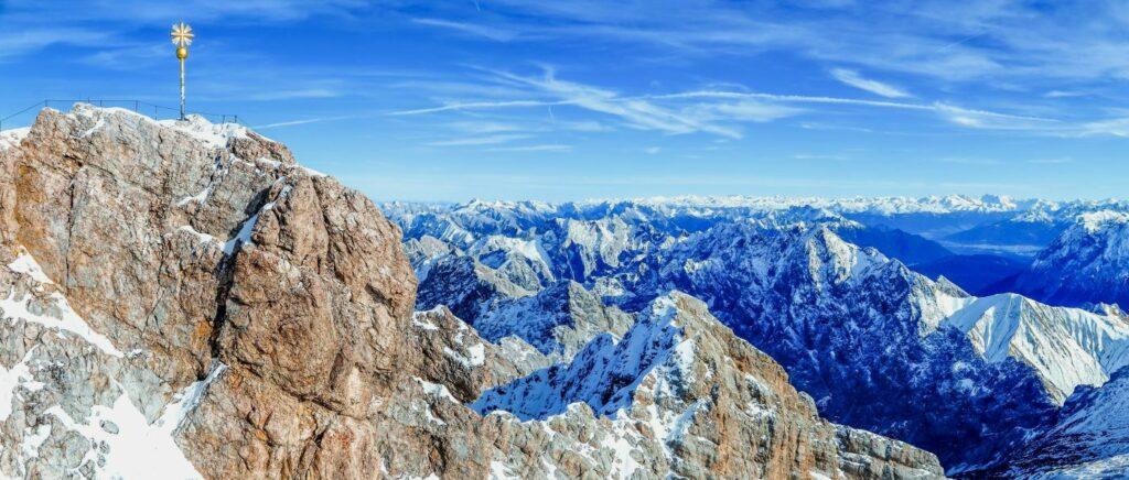 zugspitze-bayern-berggipfel-wahrzeichen-attraktionen